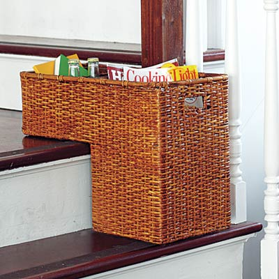 a basket that fits on two tiers of stairs