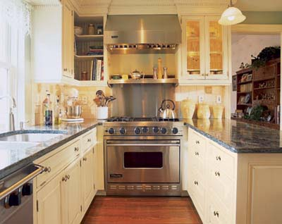 U-shaped farmhouse kitchen
