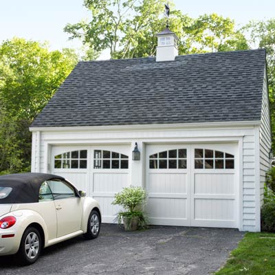 garage of colonial revival home