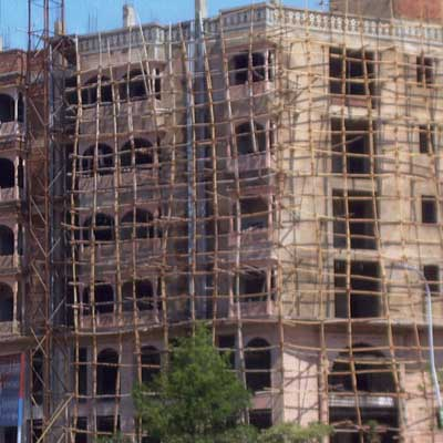 high-rise scaffolding in New Delhi made of bamboo and rope from home inspection nightmares gallery twenty-seven