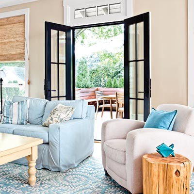 bungalow living room with French doors to the deck
