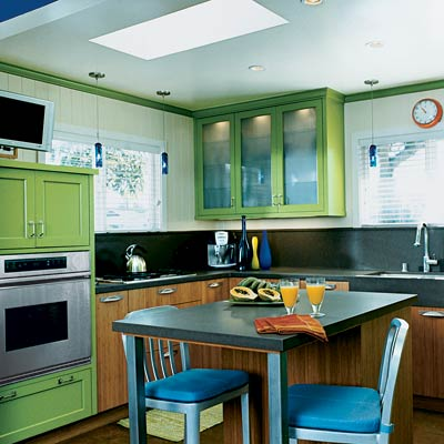 Mint green editors 39 picks our favorite green kitchens for Green kitchen pictures