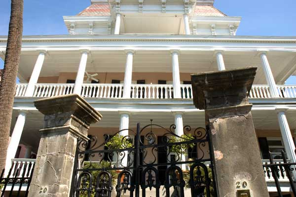 Battery Carriage House Inn, charleston south carolina, historic haunted houses