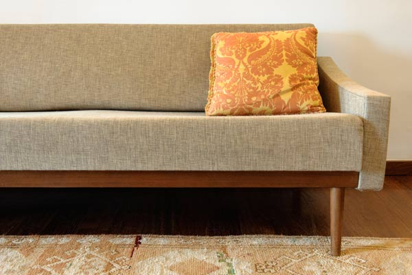 10 uses for sandpaper, vintage look couch