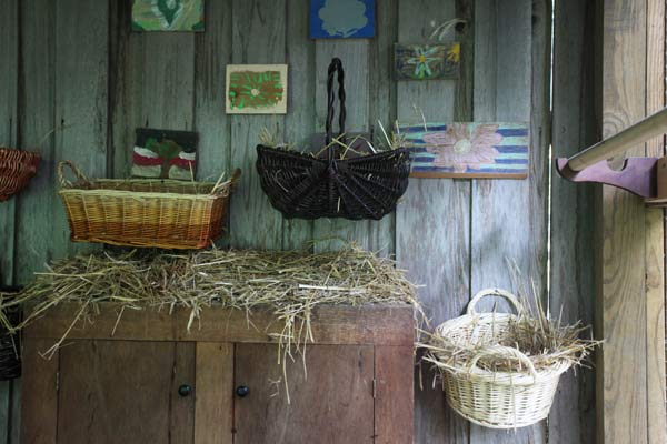 build a better chicken coop, nesting boxes and roosting perches, wicker baskets for laying eggs