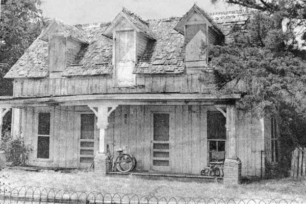 save this old house garland texas oldest house 1870s frontier farmhouse 1970s image with no railing