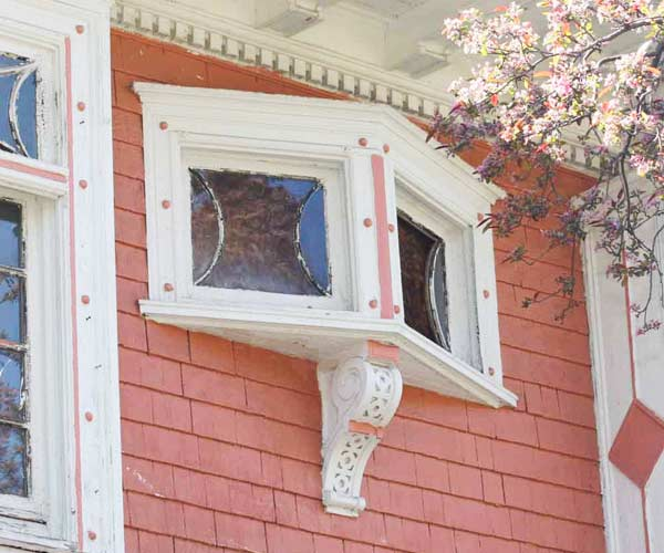 cantilevered window with decorative corbel, save this old house toledo old west end american foursquare