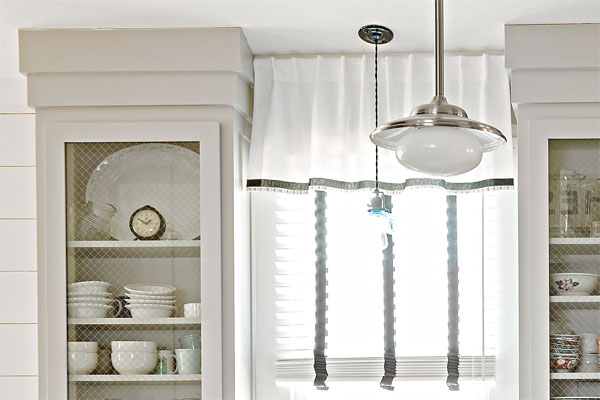 Deco-Style Cornice as an example of a creative kitchen upgrade