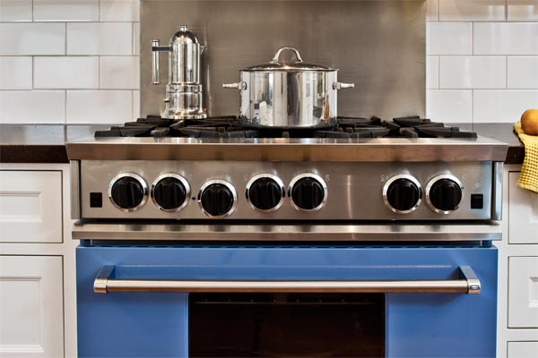 5 Dream Kitchen Must Haves: High-End Pro-Style Range: Things To Consider