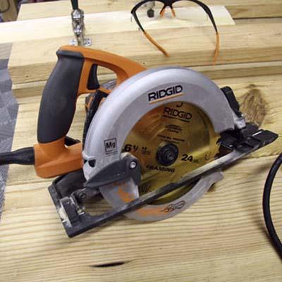 Fuego lightweight circular saw