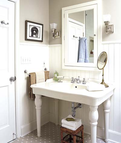 Old style sink updated vintage bath before and after for Antique bathroom decorating ideas