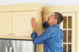 installing kitchen cabinet crown molding