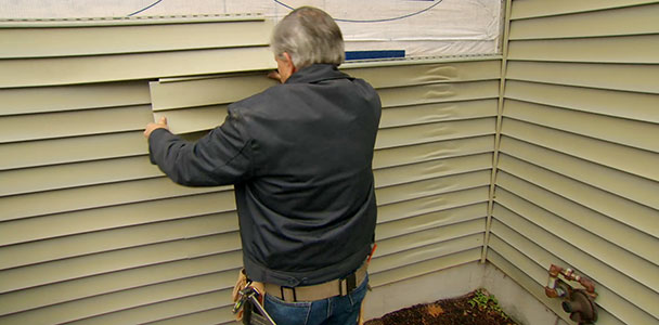 Tom Silva helps a homeowner solve the mystery of her melted vinyl siding